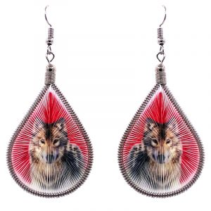 Teardrop-shaped thread dangle earrings with alpaca silver wire and wolf graphic image in red and brown color combination.