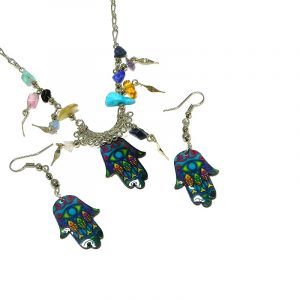 Handmade fish pattern hamsa hand acrylic chain necklace with multicolored chip stones and matching dangle earrings in turquoise and multicolored color combination.