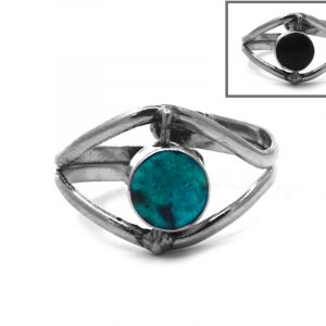 Mini round-shaped reversible gemstone cabochon on alpaca silver metal eye-shaped ring in teal green chrysocolla and black onyx.