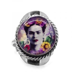 Round-shaped acrylic Frida Kahlo face graphic design on alpaca silver metal ring with rope edge border in white, gray, black, and multicolored color combination.