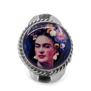 Round-shaped acrylic Frida Kahlo face graphic design on alpaca silver metal ring with rope edge border in dark blue, beige, peach, and multicolored color combination.