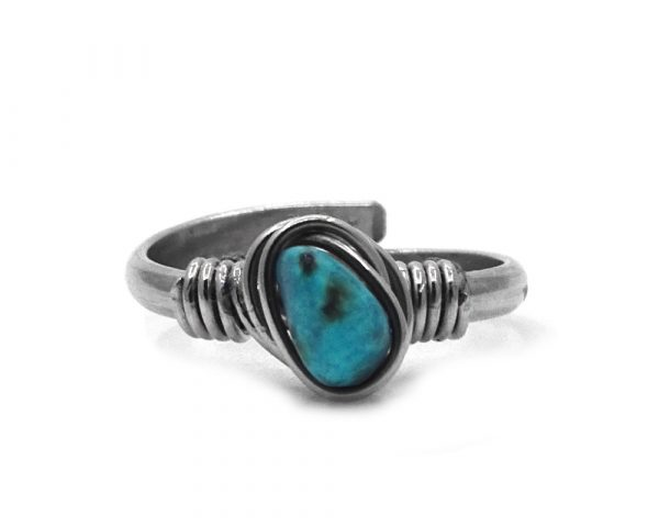 Mini wire wrapped chip stone on alpaca silver metal ring in turquoise blue howlite.